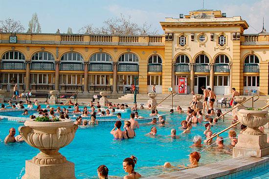 Bains printaniers à Budapest