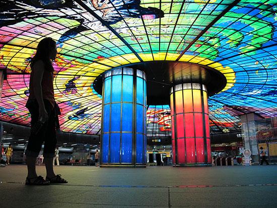 Curieuses stations de métro dans le monde