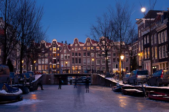 Le luxe de patiner sur les canaux d'Amsterdam